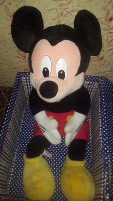 box-with-mickey